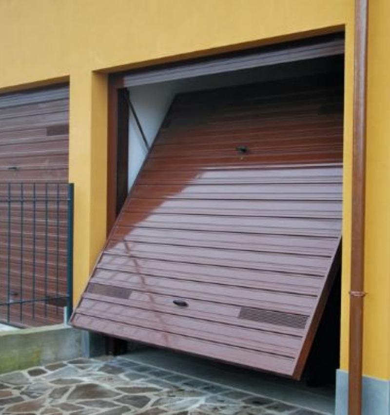 Porte basculanti per garage | NOVA SISTEM BERGAMO